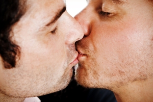 men_kissing